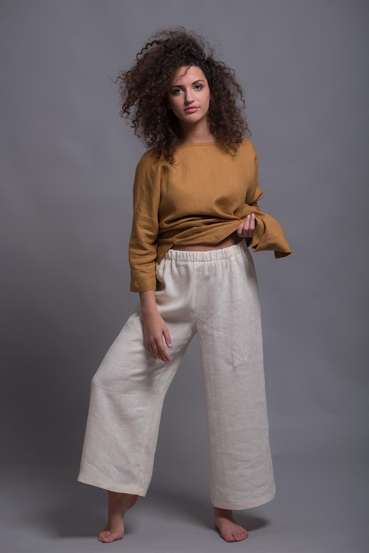 Женские прямые брюки с небольшим расклешением к низу YANK