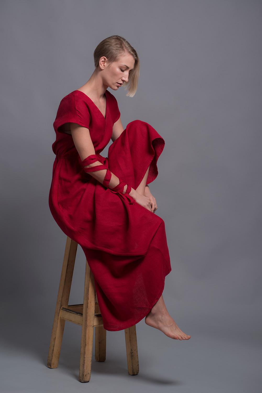 Длинное платье из льна с открытой спиной EVA